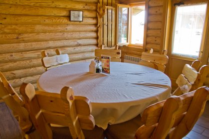 restoran-rybackij-hutor---interjer-domika-iz-sruba-1417090749.jpg